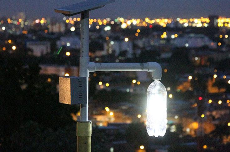 Alumbrado con tecnología Litro de Luz ELIoT